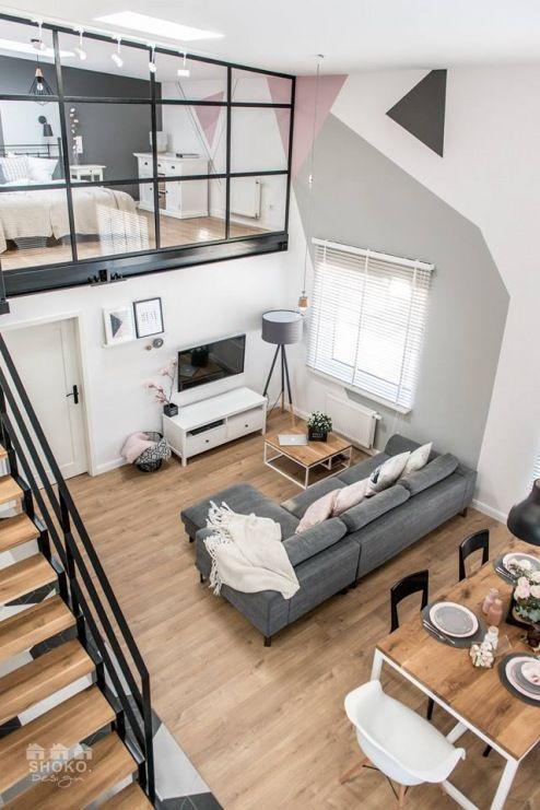 Na strefę dzienną domu składa się przestronny wysoki salon z jadalnią i wdzięczny naturalny wystrój. Prowadzi ona do...