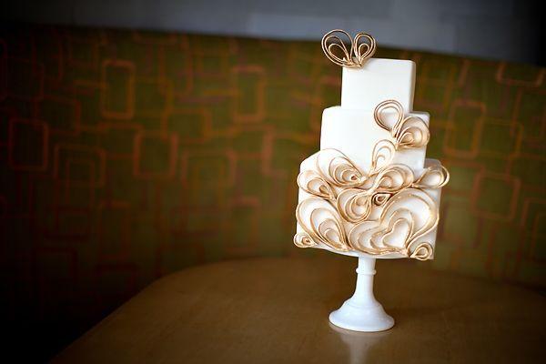 gold swirl cake: Mid Century Modern, Heart Wedding Cakes, Gold Cake, Modern Wedding Cakes, Weddings, Sauci Shops, Cakes Inspiration, Cakes Design, Modern Cakes
