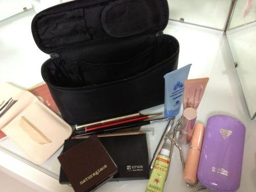 化粧ポーチ & 中身   アロマジャーナル:Aroma-Journal - 楽天ブログ 画像でみると、なんだか貧弱だわ 雫 ポーチ ...