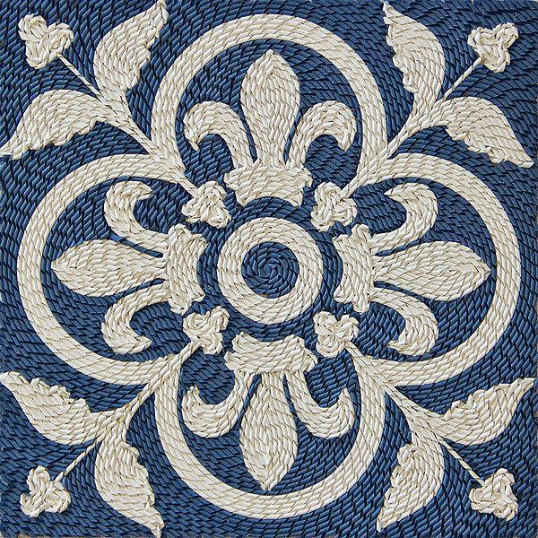 Deze detailfoto toont een gedeelte van een tapijt. Dit zeer minutieus gevouwen kunstwerk is gemaakt door Gunjan Aylawadi. Haar werk zal tentoontgesteld worden in #CODAPaperArt (7 juni t/m 25 oktober 2015). Meer over deze kunstenaar: www.coda-apeldoorn.nl/tentoonstellingen/coda-museum/verwacht/coda-paper-art-2015/australie