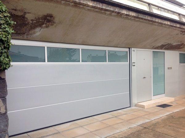 Resultado de imagen de puerta basculante garaje con cristal