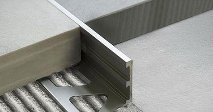Trimtec TR-AS este un profil de capat potrivit mai ales pentru placile care au grosimi mari. De asemenea el asigura trecerea la acelasi nivel intre diferite tipuri de placari, in special pentru cele cu grosimi peste medie: marmura-parchet,  parchet masiv-granit, etc