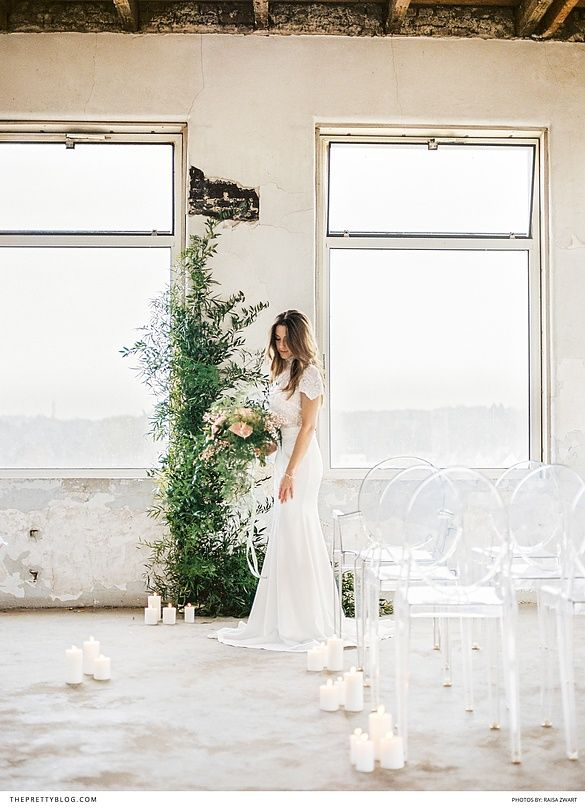 Trendy, sophisticated yet modern bridal inspiration with a beautiful short sleeved lace detailed dress, gold cutlery and pink and green touches | Photography by Raisa Zwart Photography