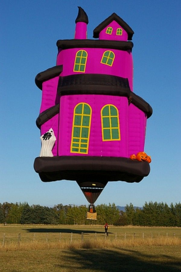 /Halloween House, Pink House, House Hot, Balloons House, Haunted House, Halloween Hot, Beautiful Balloons, Pink Halloween, Hot Air Balloons