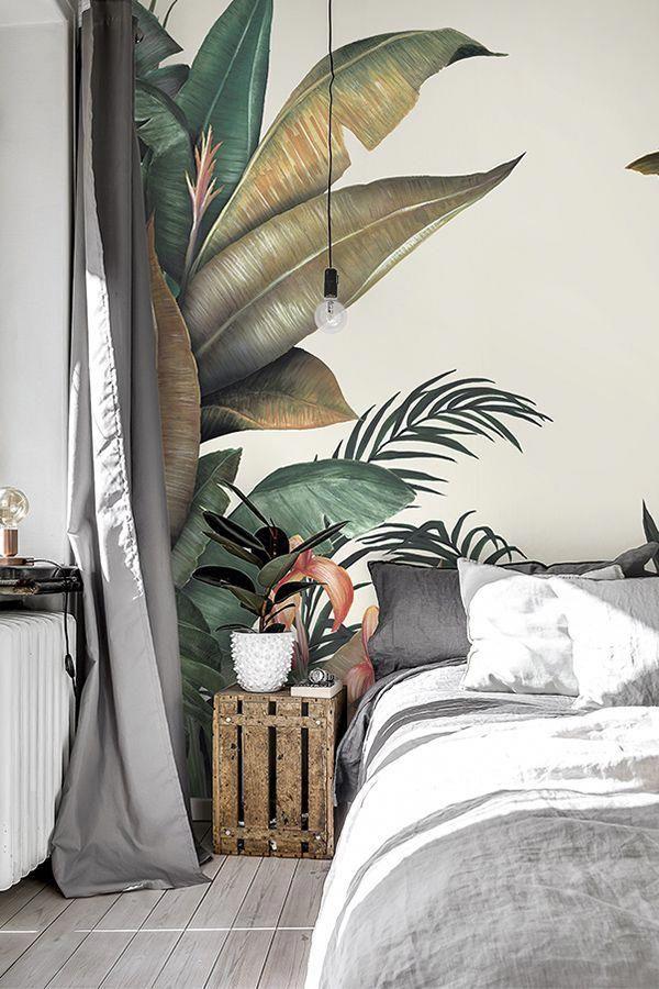Tropical Wallpaper Designed By Lemon Urban Jungle Palm Prints Are Hot Right Now For Interiors A Fond D Ecran Tropical Papier Peint Feuilles Interieur Tropical
