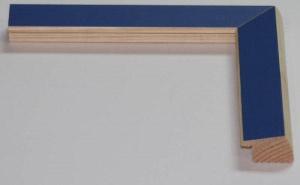 Cornice per quadri in legno a profilo triangolare moderna