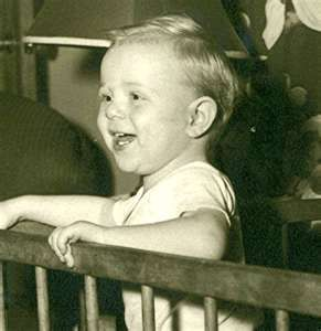 Paul McCartney - oh my goodness gracious - cutie!!! THIS IS PAUL ? !!!! look at the mini eyebrows, the droopy eyes, those BIG BIG EARS !!!!! the better to hear the music i'm gonna write ---- amazing