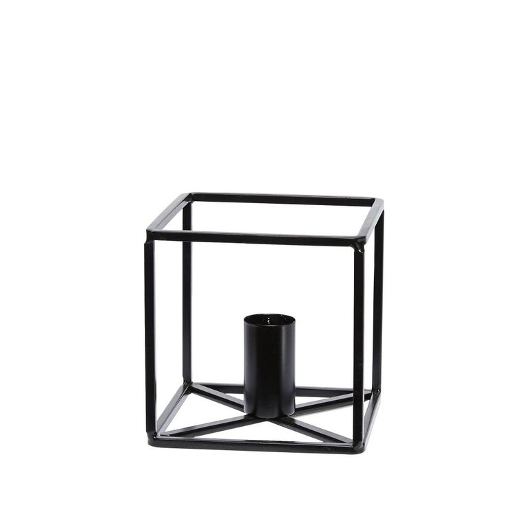 Schwarz, schlicht, puristisch! Kerzenständer von Hübsch Interior.