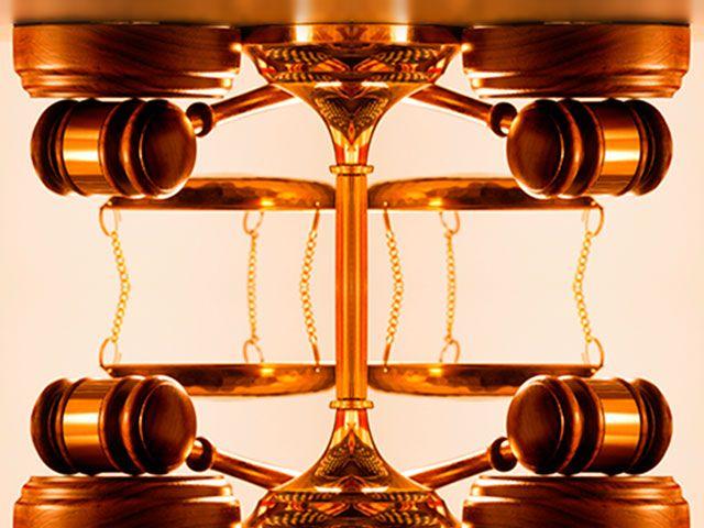 La constitución es precisa y contundente relativa a los poderes del Edo,y la ultima instancia con respecto al desacato de las leyes constitucionales,es la sala constitucional y el poder moral