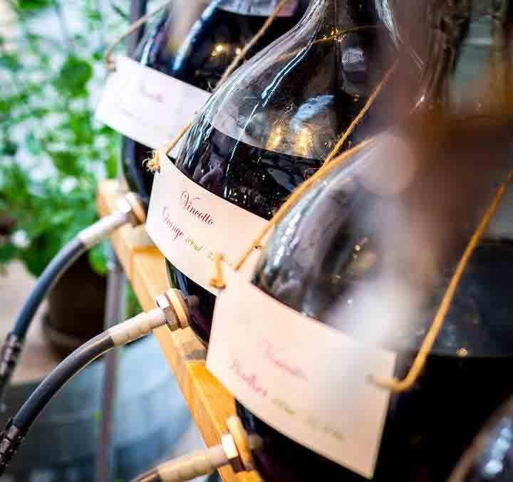 #Olivenolie, ren eller krydret; en serie af udsøgte #balsamico #eddike i #direktimport fra den sicilianske producent. Produkterne tappes i #flaske eller #karaffel efter kundens valg - en berigelse af dit sunde og moderne #køkken eller en smuk #gave. #smag #taste