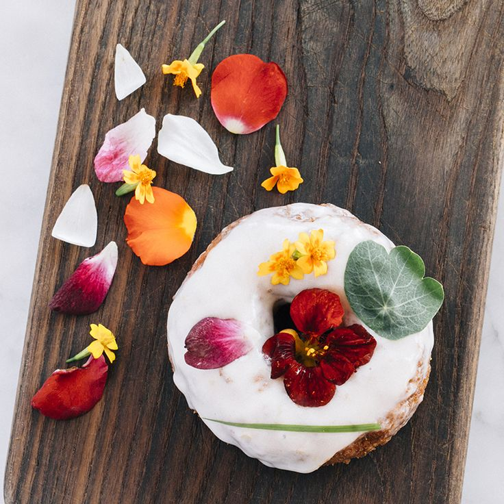 4 restaurants in the world where you can try edible flowers: Sidecar Doughnuts, California.