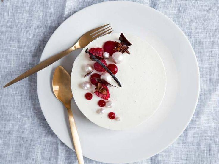 Den hvite salutten. Få oppskrift på Sverre Sætres lime-ostekake til nyttårsaften.