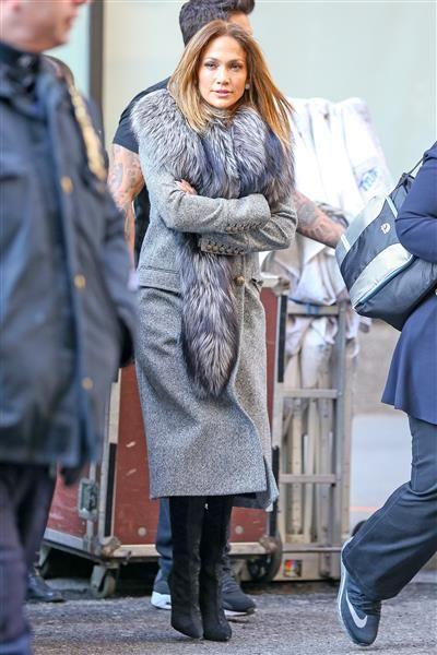 Jennifer Lopez va bien abrigada mientras se dirige a los estudios Chelsea Pier59, en la ciudad de Nueva York, el 1 de marzo de 2016.¿Nos sigues en Twitter?