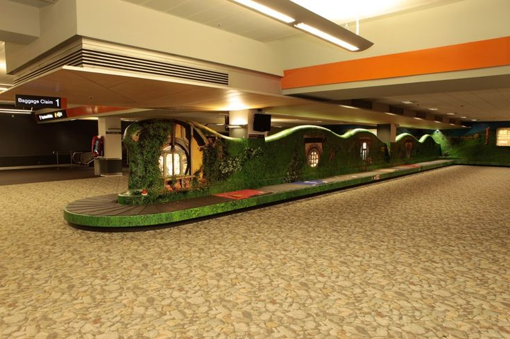 Hobbit-themed baggage carousel from Air New Zealand - Imgur