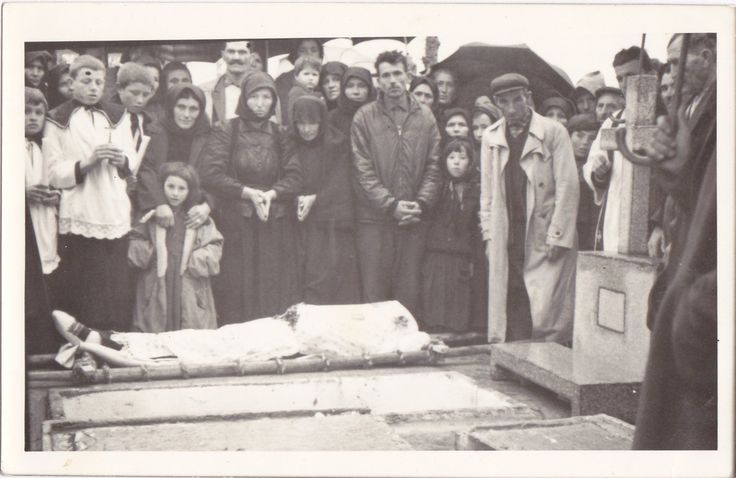 grandpa's funeral my memento mori Not exactly a song for a funeral, more like the ultimate memento mori over on the good funeral guide recently they posted the version by norma waterson and martin carthy.