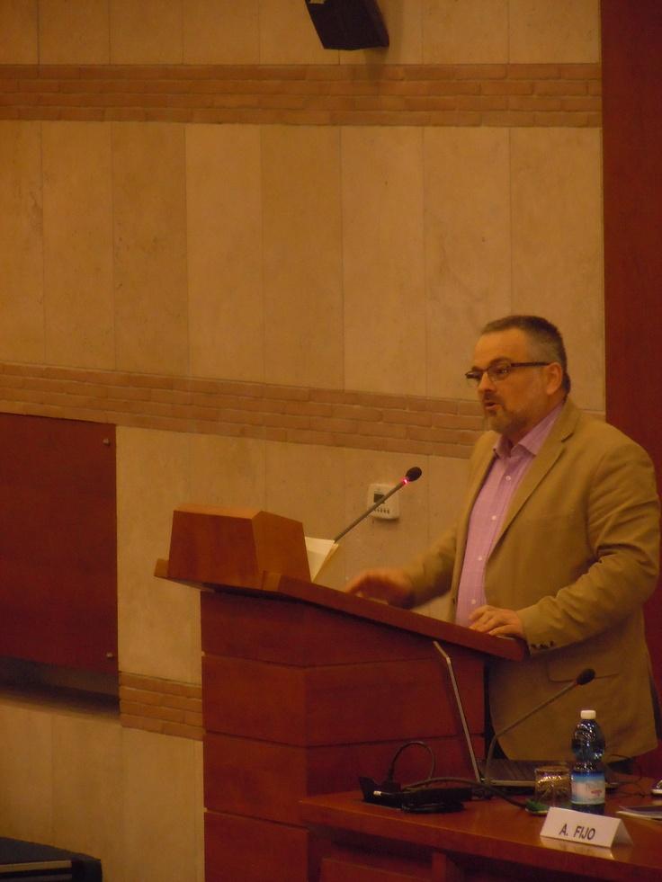 Alberto Fijo sta parlando su Modelli parentali in tre fiction Britanniche