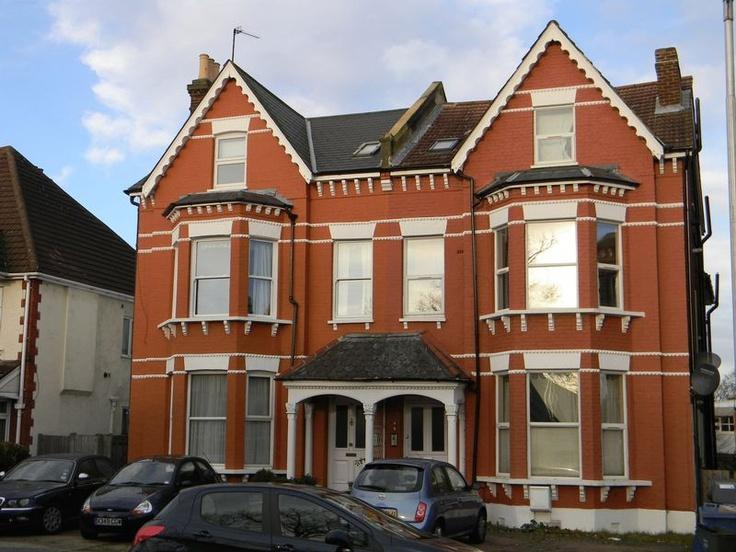 Offers in Excess of £125,000  2 Bedroom Upper Floor Flat Flat - Morland Road, Croydon, Surrey, CR0 6HA Estate Agents