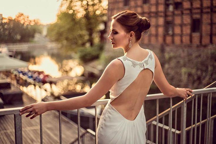 Portrait of a bride during sunrise by Grupa 5d