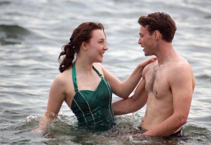 Saoirse Ronan y Emory Cohen en Brooklyn