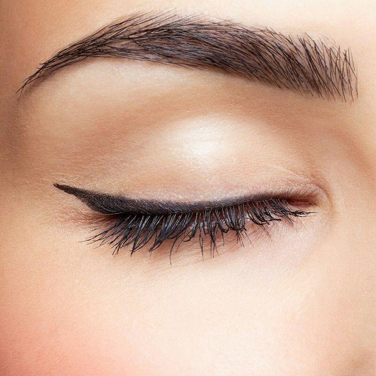 ¿Sabías que con unas cejas limpias y bien diseñadas puedes mejorar la expresión de tu rostro?  Las cejas son el marco de nuestro rostro e influyen mucho en la expresividad facial.  Consigue en EcoVita tu diseño adecuado, luciendo unas cejas definidas pero a la vez naturales mediante la depilación con hilo. ¡Nosotros optamos por esta técnica natural y precisa para poder presumir de cejas!