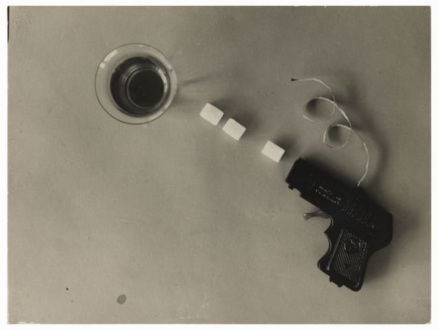 Etel Fodor-Mittag, untitled, Fotostudie with Revolver and sugar cubes, 1928
