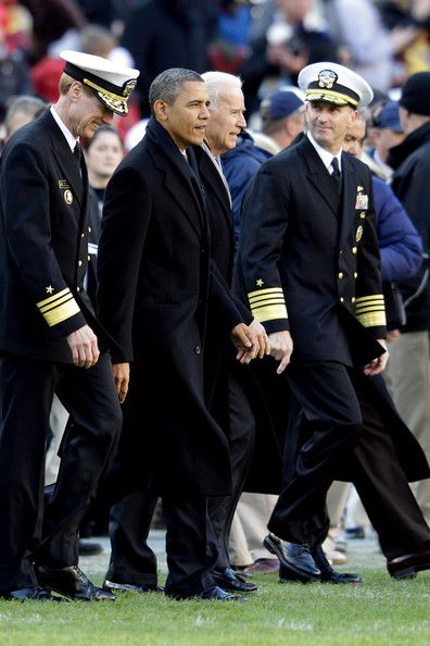 Barack Obama Photo - Army vs Navy  Game at FedEx Field on December 10, 2011 in Landover, Maryland.