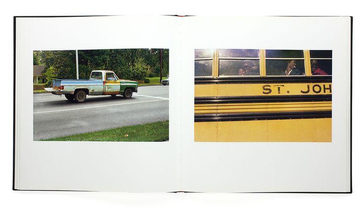 「カラー写真の父」と謳われるWilliam Eggleston(ウィリアム・エグルストン)。 本書は、彼が80年代に撮影したシリーズの集大成「The Domocratic Forest」から68点の作品を抜粋した選書になっている。エグルスト...