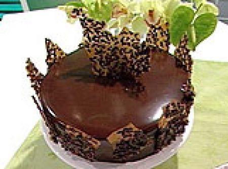 Receita de Bolo Chiffon de Chocolate(Alvaro Rodrigues) - bolo chiffon regado com calda, espalhe por cima uma camada do Creme Chiffon, salpique com morangos e repita novamente todas as camadas,...