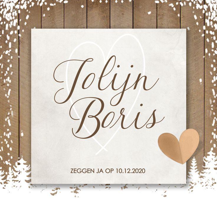 Winterse trouwkaart met sneeuw, besneeuwde bomen op een houten achtergrond. Het hartje in combinatie met de sneeuw maakt dit kaartje heel romantisch!