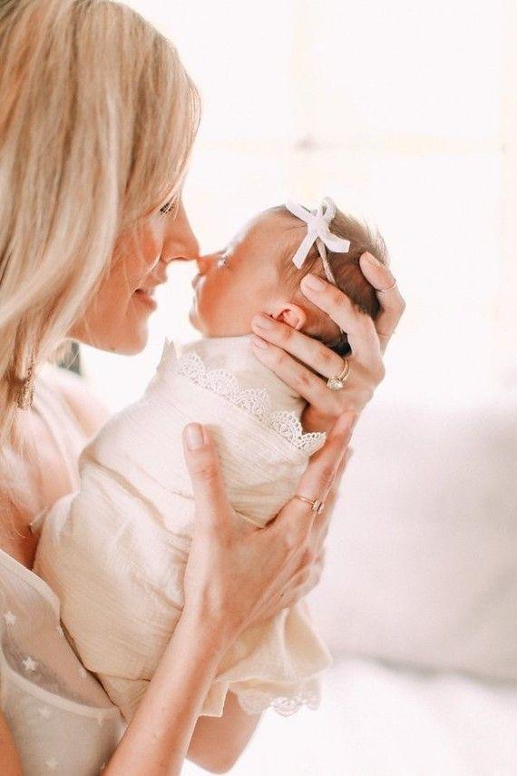 mother daughter newborn photos