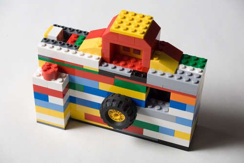 Make your own camera-shaped Lego iPhone holder. We dig this. Lots.