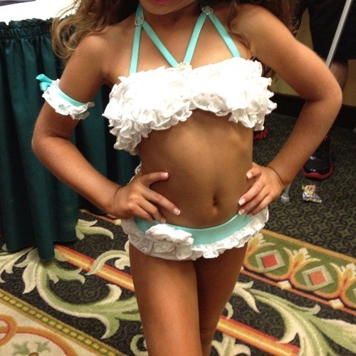 Vintage Pinup Girl Wearing Bathing Suit At The Ocean Stock: 25 Best Toddlers And Tiaras Images On Pinterest