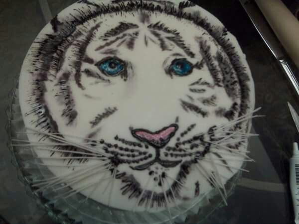 Fondant white tiger