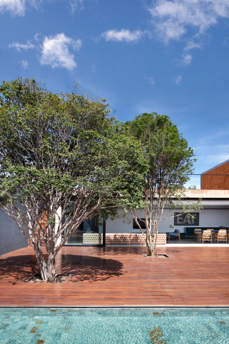 BT House by Studio Guilherme Torres | HomeDSGN