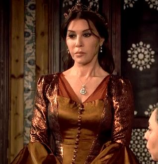 Ayse Hafsa's metallic copper dress, 1x03... - Magnificent Wardrobe