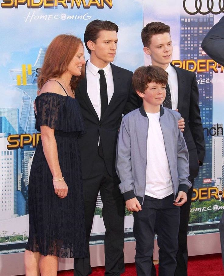 Tom Holland with his family at the premiere