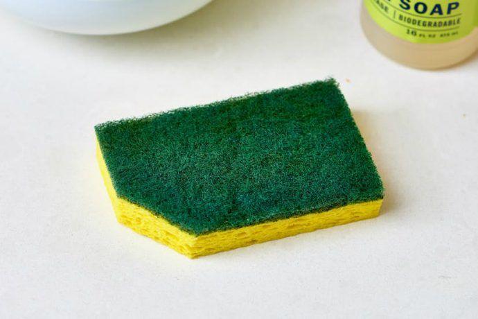 Почему надо обрезать уголок у посудной губки? – В РИТМІ ЖИТТЯ