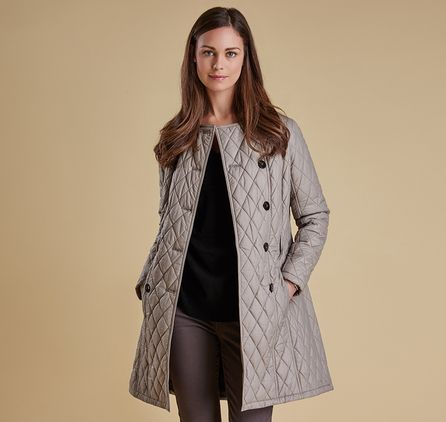 Refreshing classic trench-coat styling with winter in mind, the Barbour Arran Quilt is made with a cosy diamond-quilted outer. Branded buttons and a buckle-close waist belt create a smart, flattering look, while Barbour's exclusive Winter Tartan decorates the lining and under-collar for added authenticity.