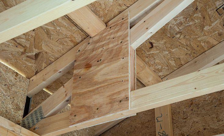 17 best images about syst me de charpente de toit on for Pre built roof trusses