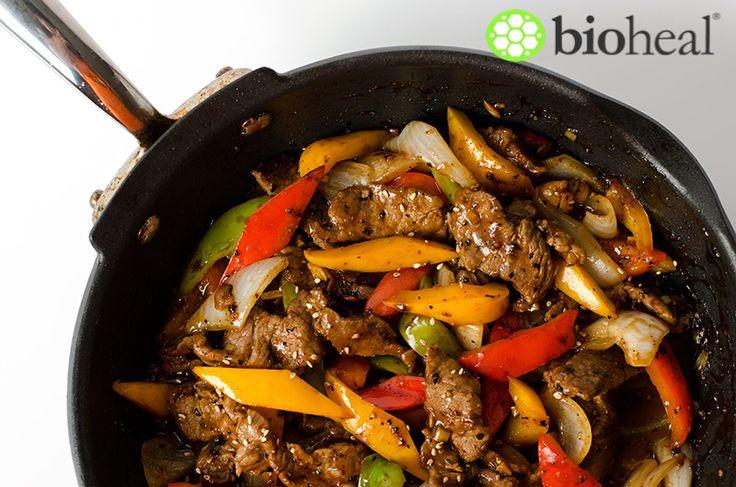 Ez a gyors, kicsit ázsiai recept, tökéletes választás, ha nincs sok időnk a konyhában. Alacsony a kalóriatartalma, és 20 perc alatt elkészíthető. Avokádó salátával tálalva tökéletes.