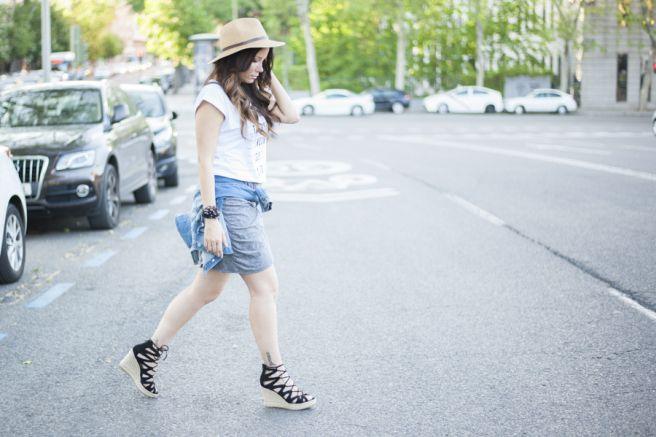 Post de moda, sombrero, look, outfit del dia, fashion, blogger, moda, falda, primark, cuñas, okeysi