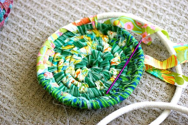 Make a fabric basket - requires no thread, only the strips of fabric and piping cord or rope