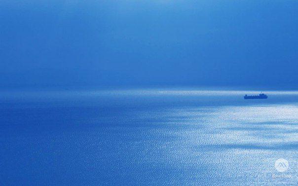Чтобы пересечь океан, нужно набраться смелости потерять из виду берег.   - Христофор Колумб