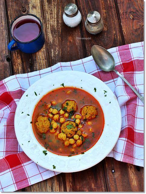Gizi-receptjei.  Várok mindenkit.: Húsgombócos csicseriborsó leves.