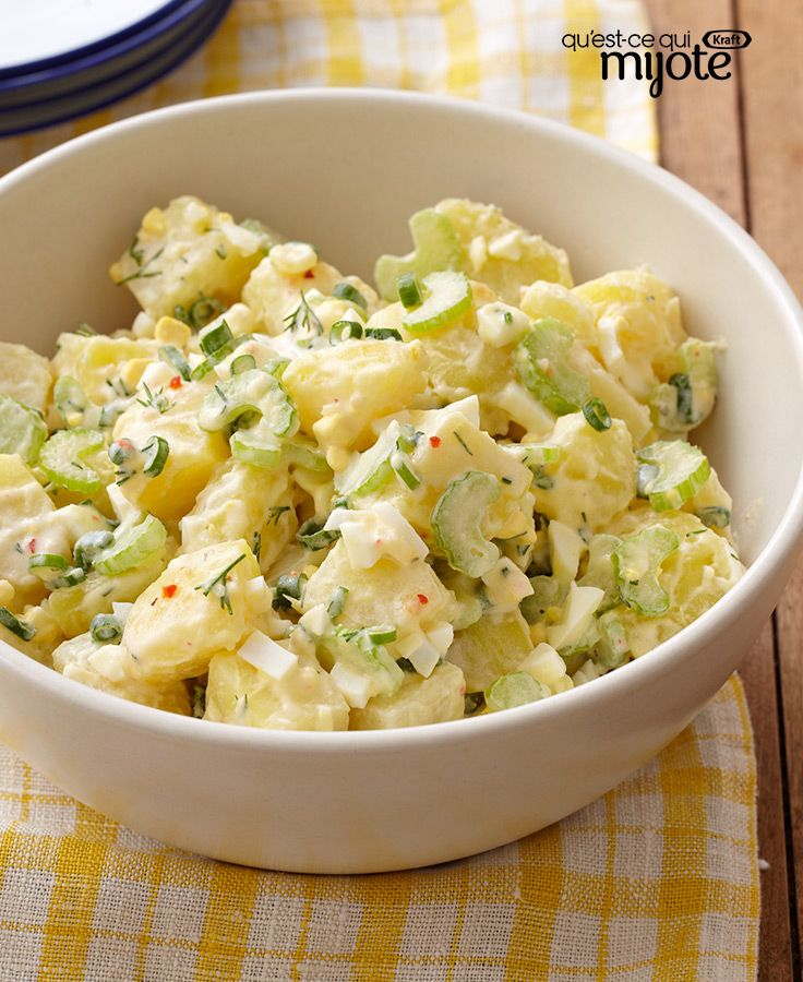 La meilleure des salades de pommes de terre #recette: Composée d'œufs durs, de pommes de terre Yukon gold et de céleri finement tranché, cette salade volera la vedette lors de votre prochain repas-partage.