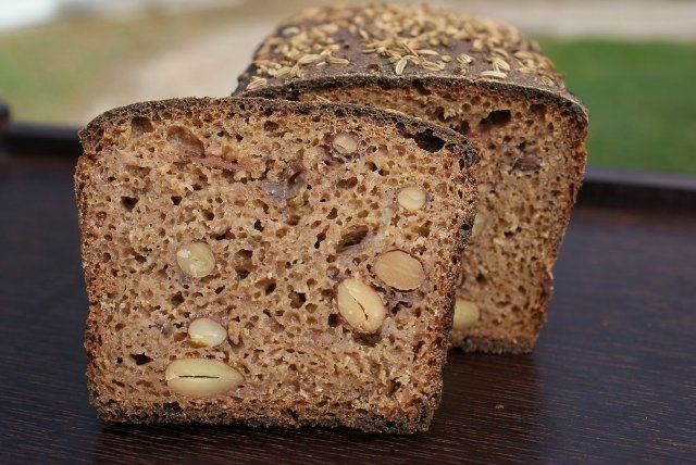Рождественский хлеб с миндалем и изюмом