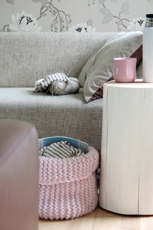 @Bianca Sevilla let's learn how to make a crochet basket like that!: Grey Interiors, Crochet Baskets, Knits Bags, Soft Colors, Decoramo En, Pale Pink, Knits Baskets, Pink Accent, Hoy Decoramo