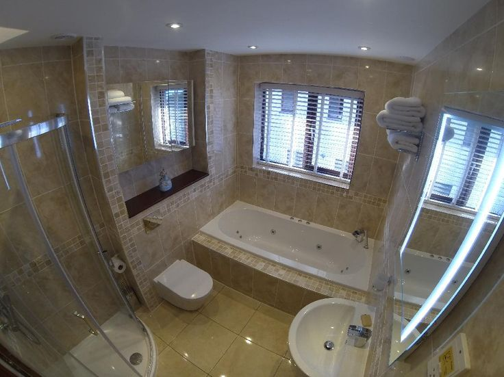 #VPShareYourStyle Simon from st Ives turned his bathreoom into a spa with the Islington Double End Whirlpool Bath and Mura Light Travertine Stone Square Mosaic Tiles.
