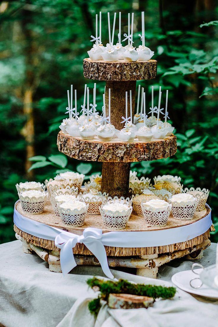 Leckere #Cupcakes und #Cakepops zur Hochzeit. Foto…