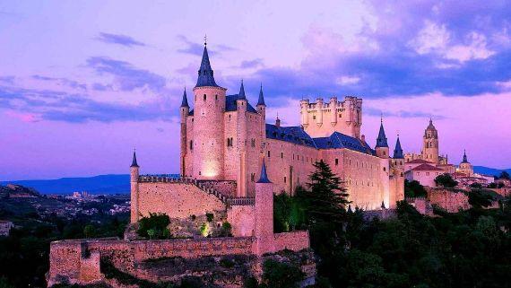 alcazar-castle-segovia-spain-1